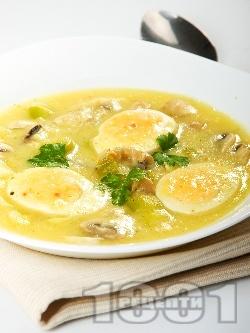 Яйчено рагу / фрикасе с гъби печурки, праз лук, бяло вино и лимон - снимка на рецептата